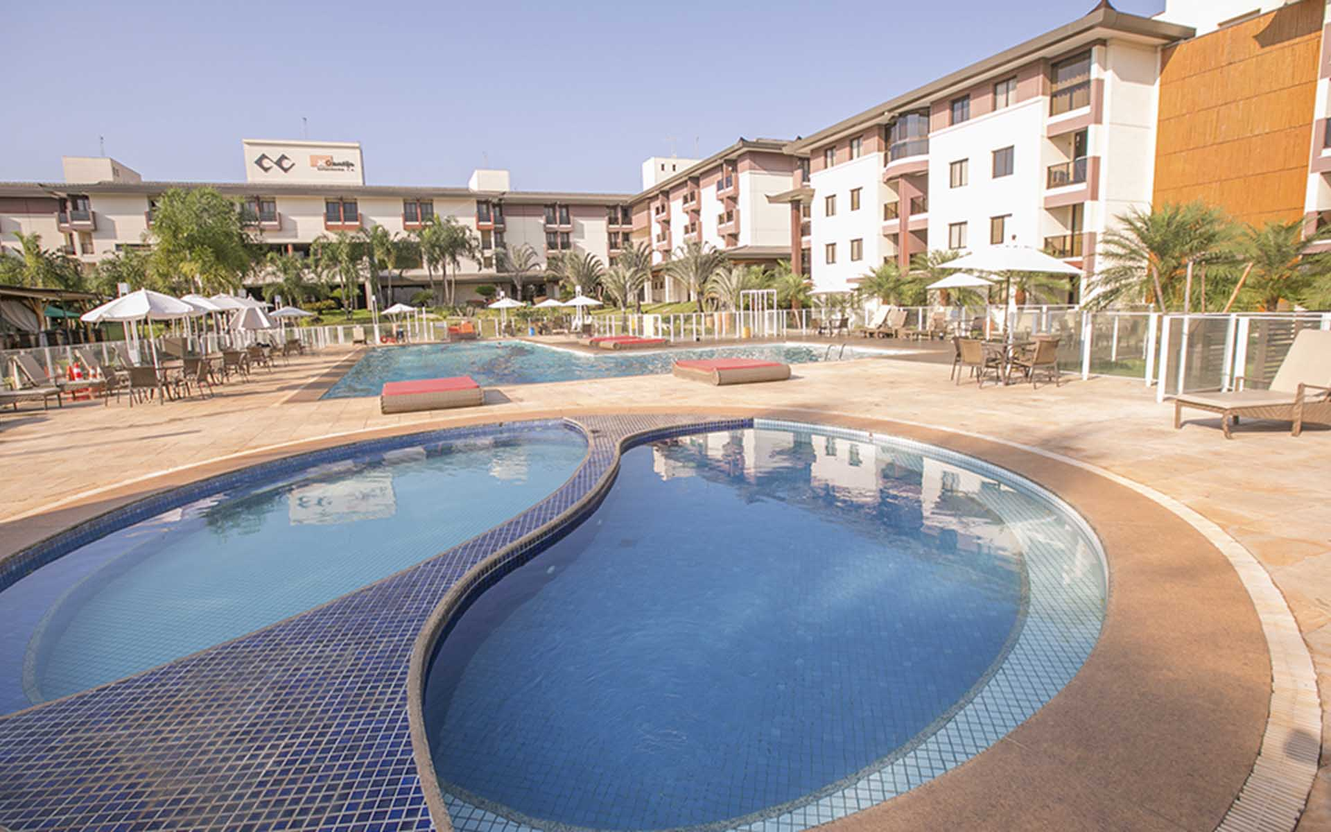piscina do apart hotel flat em brasilia life resort hplus long stay