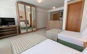 Quarto superior com duas camas de solteiro saint moritz hplus em Brasilia