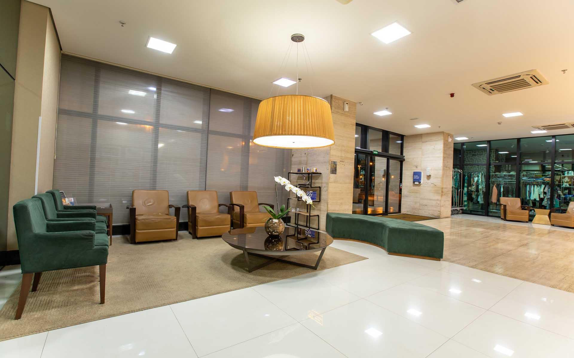 recepção do hotel em Brasília Hplus Athos Bulcão