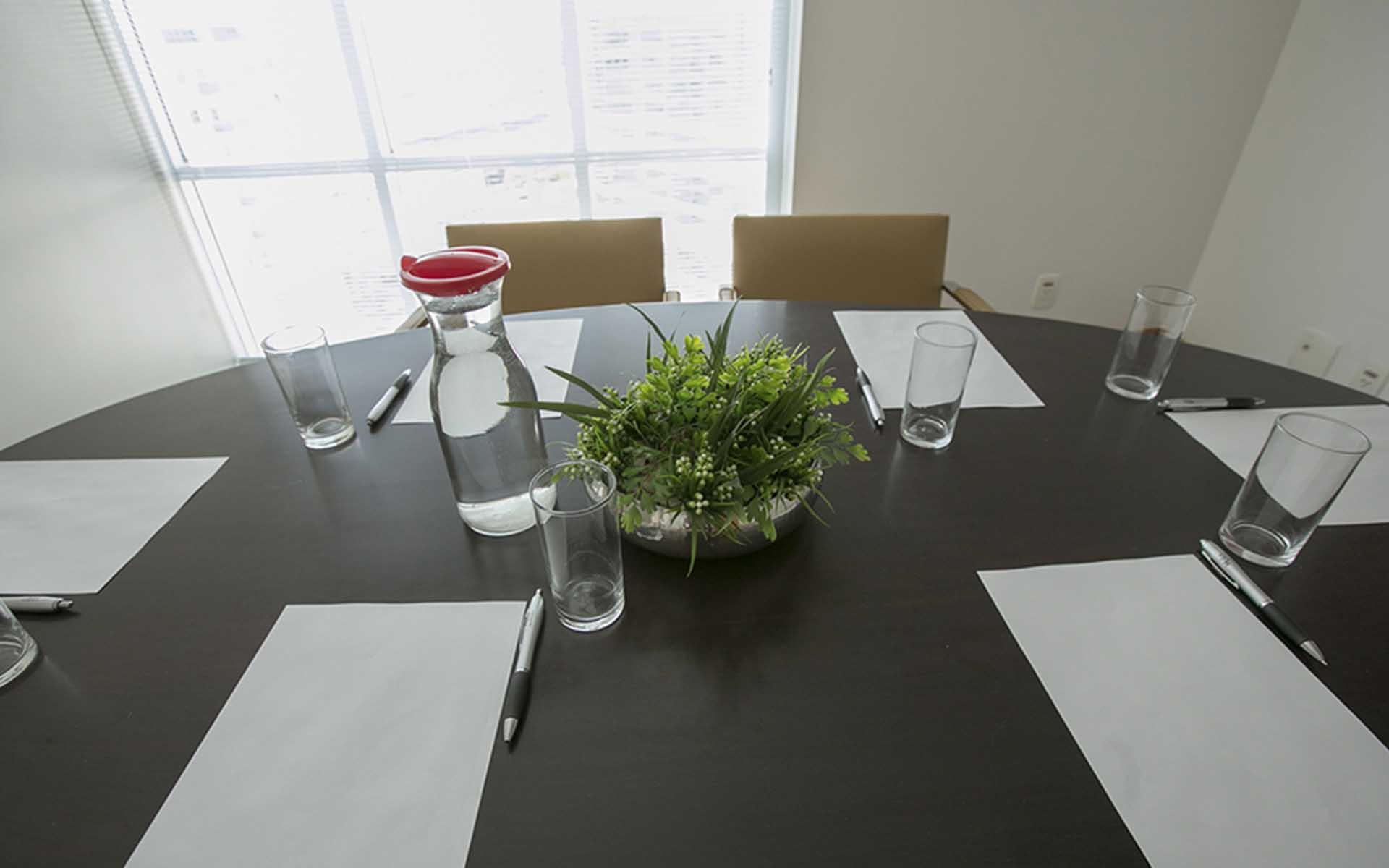 sala de reuniões do apart hotel flat em brasilia biarritz hplus long stay