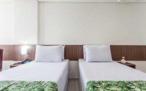 quarto superior com cama solteiro do hotel joão pessoa hplus beach