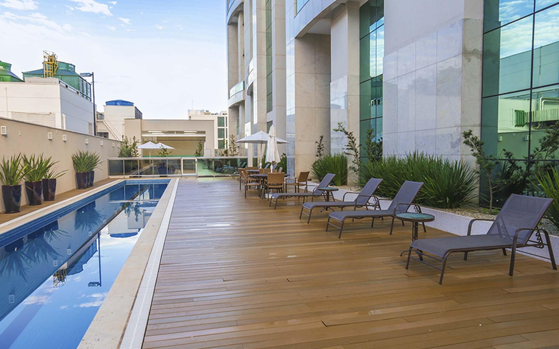 piscina do apart hotel flat em brasilia vista park sul hplus long stay