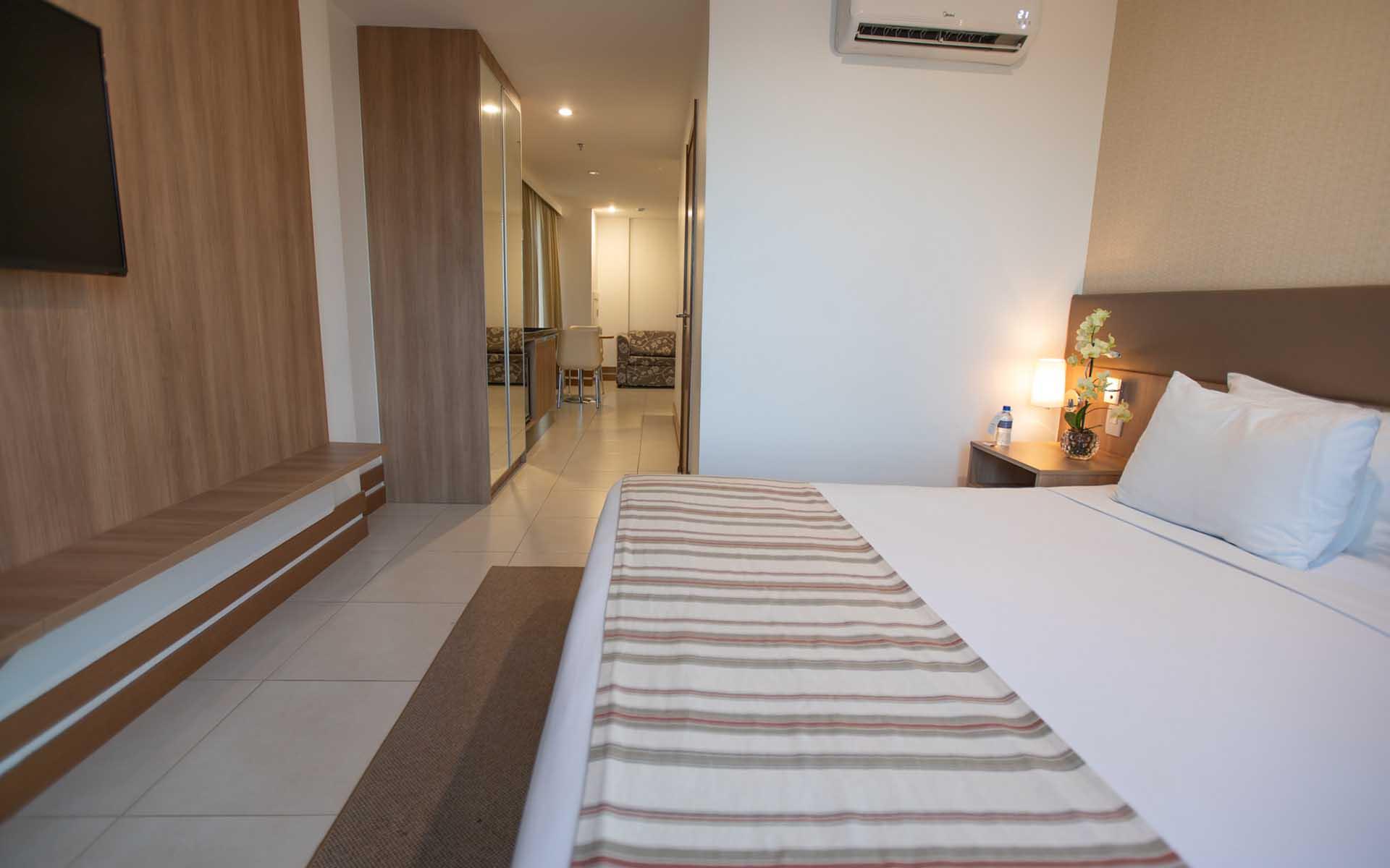 quarto adaptado do hotel em Brasília Hplus Athos Bulcão