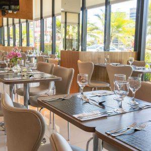 restaurante do hotel em Brasília Hplus Athos Bulcão