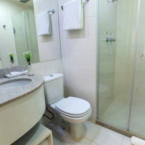 banheiro-quarto-superior-hotel-fusion-hplus-em-brasilia