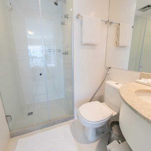 banheiro-quarto-superior-hotel-vision-hplus-em-brasilia