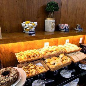 cafe-da-manha-hotel-athos-bulcao-hplus