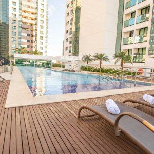 piscina do hotel em Brasília Hplus Athos Bulcão