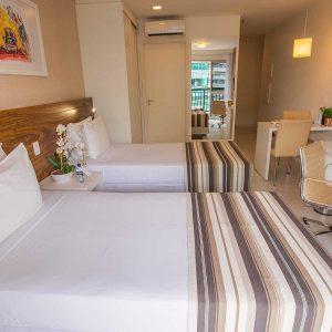 quarto com duas camas de solteiro do vision hplus express hotel em brasilia
