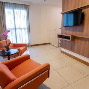 suite duplex do hotel em Brasília Hplus Athos Bulcão